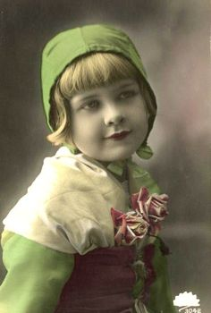 Real Photo Postcard Girl in Green Dress and Hat Girls Vintage Children Photos, Vintage Girls, Vintage Pictures, Vintage Images, Picture Postcards, Vintage Postcards, Nostalgic Pictures, Foto Real, Vintage Labels