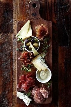 antipasto paddle Board of delicious and delightful food. Rich for your palate and taste buds, a mix of cheese and charcuteries. Plateau Charcuterie, Charcuterie Board, Charcuterie Cheese, Meat And Cheese, Wine Cheese, Buffet Party, Cheese Platters, Food Presentation, Wine Recipes