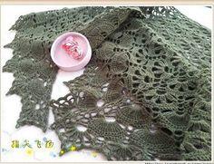 Si je vous disez que nous avons un petit rayon de soleil ici en Aveyron !!!! Voici un nouveau modèle, il demande un peu de concentration pour le faire mais il est relativement facile. Il se crochète avec un crochet de 3.5 ou 4. Prendre un fil uni il seras... Crochet Diy, Crochet Poncho, Knitted Shawls, Irish Crochet, Crochet Scarves, Hand Crochet, Crochet Patterns Filet, Knitting Patterns, Yarn Cake