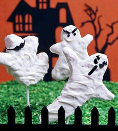 The trick to these easy Halloween treat recipes is a few simple ingredients and a dash of creativity.