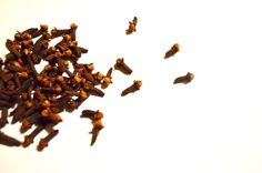 Clove essential oil for bronchitis Essential Oil For Bronchitis, Clove Essential Oil, Best Essential Oils, Home Remedies, Natural Remedies, Cloves Benefits, Clove Oil, Roll On Bottles, Natural Treatments