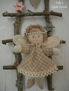 I will add a PATTERN for this angel a bit later to my quilt blog: Ulla's Quilt World.