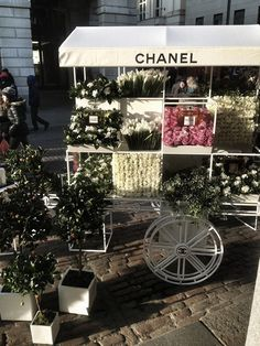 Chanel Flower Stand (via Oracle Fox). Pop up stand for Mothers Day in Covent Garden selling perfume, and displaying blooms used in perfumes. So amazing!