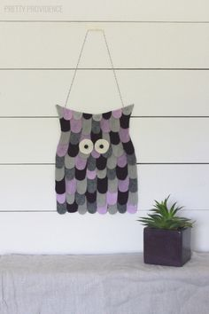 DIY easy felt owl wall hanging from MichaelsMakers Pretty Providence