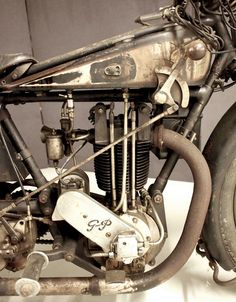 Grindlay-Peerless - steampunk by design! Vintage Indian Motorcycles, Antique Motorcycles, American Motorcycles, Cool Motorcycles, Vintage Bikes, Vintage Cafe Racer, Motorcycle Engine, Old Bikes, Classic Bikes
