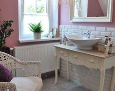 łazienka w nowej odsłonie - Średnia łazienka na poddaszu w domu jednorodzinnym z oknem, styl prowansalski - zdjęcie od kama.z
