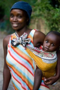 Kenia  /  Kenyan mother and child by eviegold, via Flickr