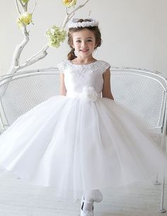 WHITE ROSEMARY FIRST HOLY COMMUNION DRESS/BRIDESMAID/FLOWER GIRL/ AGE 9-10 YRS.