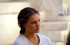 A gallery of Star Wars: Episode II - Attack of the Clones publicity stills and other photos. Featuring Natalie Portman, Hayden Christensen, Ewan McGregor, Temuera Morrison and others. Jean Reno, Natalie Portman, Star Wars Episode 2, Saga, Star Wars Padme, Anthony Daniels, Anakin And Padme, Love Stars, Clone Wars
