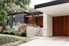 61 Super Ideas Mid Century Modern Remodel Exterior Home Modern Landscape Design, Modern House Design, Contemporary Landscape, House Landscape, Modern Exterior, Exterior Design, Exterior Colors, Exterior Signage, Exterior Paint