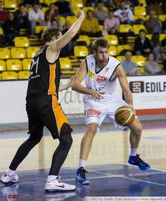 Lega Basket LNP DNA  Co.Mark Treviglio-Viola Reggio Calabria 30/12/12  PALAFACCHETTI  foto di Danilo Scaccabarossi  www.dasweb.it