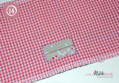Gefaltete Handtücher Teppich Hausschuhe Und Bademäntel Auf
