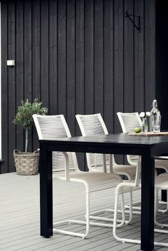 Dark grey or anthracite is a great background color in any garden scheme: never obtrusive, easy to match.