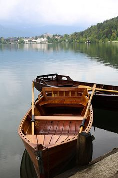Spend an unforgettable afternoon rowing out to Bled Island and climb the Church of Assumption | #slovenia #bled #shershegoes