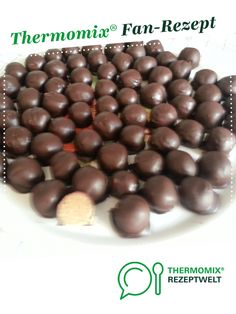 Ein Thermomix ® Rezept aus der Kategorie … Eggnog balls of sweetlittlemoni. A Thermomix ® recipe from the Desserts category www.de, the Thermomix® Community. Lemon Desserts, Mini Desserts, Holiday Desserts, Easy Desserts, Dessert Recipes, Homemade Desserts, Paleo Dessert, Appetizer Recipes, Dessert Simple