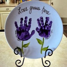 hand print plate love the message and colours. Will do this on this years Christmas gift plates.
