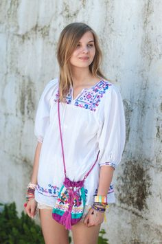Bohemian Style: Vintage Boho Blouse with stitches, colorful bucket bag from Barcelona - Hamburg, Streetstyle, Outfit, Blogger