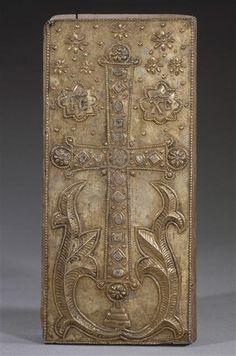 Constantinople XIIe siècle  Couvercle à glissière  Provient du trésor de la Sainte-Chapelle de Paris Argent doré, cire, peinture au revers