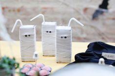 DIY: Suco de caixinha virou fantasminha nesta festa de halloween! #halloween #scary #decoraçãodefesta #buuu #diy #ládecasa #ghostjuice #ghost