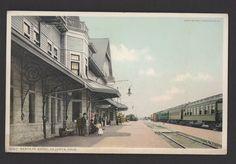 SANTA FE HOTEL LA JUNTA COLORADO Postcard Railroad Railway Train UNUSED Phostint