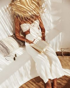 straw hat holiday exotica tropical vibes all white summer outfit bow bralette top and jeans Lingerie Fine, Mode Inspiration, Colour Inspiration, Travel Inspiration, All White, Summer Looks, Spring Summer Fashion, Cute Outfits, Trendy Summer Outfits