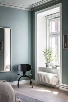 AlvhemKastellgatan 6B - Linnéstaden - Alvhem Beige Wall Colors, Green Wall Color, Beige Walls, Paint Colours, Apartment Bedroom Decor, Room Decor Bedroom, Girls Bedroom, Bedroom Signs, Bedroom Rustic
