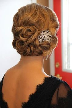 Vintage '20s Wedding Hairstyle. I love the hair clip.