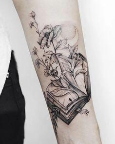 Awe-inspiring Book Tattoos for Literature Lovers - KickAss Things Book tattoo ideas This image has g Tatuajes Tattoos, Leg Tattoos, Body Art Tattoos, Sailor Tattoos, Arabic Tattoos, Dragon Tattoos, Tatoos, Tattoo Buch, Book Tattoo