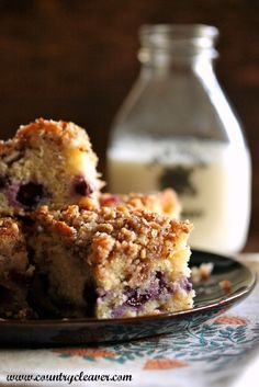 Blueberry Pecan Crumble Coffee Cake - www.countrycleaver.com