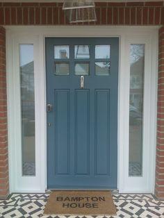 cottage front door s victorian cottage front doors uk Cottage Front Doors, Front Door Porch, House Front Door, Front Windows, Porch Doors, Front Door Design, Front Door Colors, Exterior House Colors, Exterior Doors