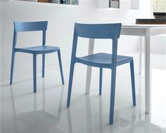 https://i.pinimg.com/236x/94/20/c0/9420c08aeffff8de82a537bd9ee663ec--plastic-chairs-dining-rooms.jpg