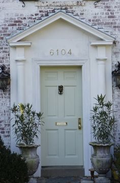 Love the soft mint door!