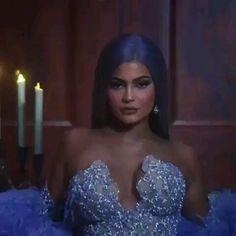 🎧S-PICCOLO-BASTARDO🎧 kendalljenner jenner kardashian kendall star model agent beautiful look girl gerls кендаллдженнер модель звезда kyliejenner kimkardashian khloekardashian kourtneykardashian kardashian family Kylie Jenner Outfits, Kylie Jenner Met Gala, Kylie Jenner Icons, Kendall Jenner Video, Trajes Kylie Jenner, Looks Kylie Jenner, Kyle Jenner, Kylie Jenner Style, Kylie Jenner Instagram