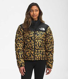 North Face Women, The North Face, Cool Coats, Jackets For Women, Women's Jackets, Adidas Jacket, Retro, My Style, Stylish