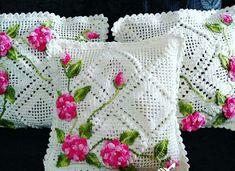 3 crochet Rose con foglie YH 138 11 - Her Crochet Crochet Cushion Cover, Crochet Pillow Pattern, Crochet Bedspread, Crochet Cushions, Granny Square Crochet Pattern, Crochet Flower Patterns, Crochet Squares, Crochet Designs, Crochet Flowers