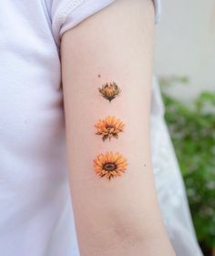 Are you looking for beautiful flower tattoos? So stay here for a few minutes to see these impressive flower tattoo designs. Beautiful Flower Tattoos, Pretty Tattoos, Love Tattoos, Body Art Tattoos, New Tattoos, Tattoos For Women, Tatoos, Sunflower Tattoo Meaning, Sunflower Tattoos