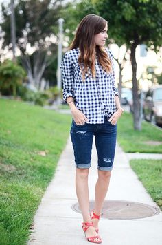 Denim shorts have been a summer fashion staple since what seems to be the beginning of time. Choppy, frayed cutoffs, perfectly cuffed shorts, and the ever fashionable Bermudas. Just as there are many different types of denim shorts, there are …