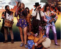 The Fool design collective photographed by Henry Diltz, late 60s And 70s Fashion, Modern Vintage Fashion, Psychedelic Fashion, 70s Outfits, Glamour, Summer Of Love, Hippie Style, Fashion History, Hippy