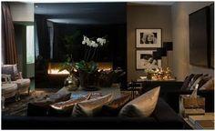 Interior designer Eric Kuster (1966) is dé glamourdesigner. Eric is verantwoordelijk voor het interieur van een groot aantal toonaangevende horeca-outlets, winkels en privé residences in binnen- en buitenland. De wereld van Eric Kuster is dynamisch, sexy, luxe en glamourous. Zijn werk is een subtiele mix van de top van de trendy markt en het glamoursegment. Eric is regelmatig te zien als designdeskundige in diverse Nederlandse TV programma's en heeft hij zijn eigen column in de Beaumonde,