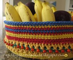 Frutero de ganchillo. Patrón aqui: http://www.crochettoday.com/crochet-patterns/bodega-baskets ❥Teresa Restegui http://www.pinterest.com/teretegui/❥