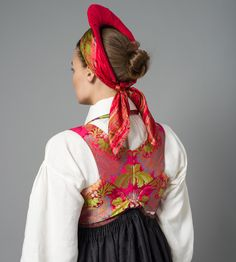 The Vest-Agder folk dress, Norway | Rosa silkevest til Rekonstruert Vest-Agder drakt Folk Costume, Costumes, Finger Weaving, Bridal Crown, Color Shapes, Headgear, Traditional Dresses, Norway, Special Occasion