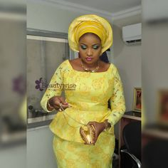 Dressed to Thrill! Gorgeous Aso-Ebi Styles that will Sweep You off Your Feet - Wedding Digest Naija Aso Ebi Lace Styles, African Lace Styles, African Lace Dresses, Latest African Fashion Dresses, African Print Fashion, African Prints, African Wear, African Attire, African Women