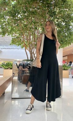 Boho Summer Outfits, Hippie Outfits, Chic Outfits, Linen Dress Pattern, Cute Overalls, Simple Gowns, Skirt And Sneakers, Backless Maxi Dresses, Long Romper