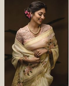 Ideas vintage clothes patterns pictures for 2019 Elegant Saree, Elegant Dresses, Indian Beauty Saree, Indian Sarees, Saree Styles, Blouse Styles, Saree Poses, Zara, Fancy Sarees