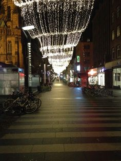 Christmas lights as ceiling in the pedestrian shoppingstreet of Aarhus, DK. Photo: L.M. Bregenov