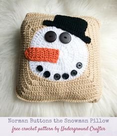 Free #crochet pattern: Norman Buttons the Snowman Pillow in Red Heart Super Saver #yarn with Fairfield World Crafter's Choice Pillow by Underground Crafter | Bring some cheer inside on a cold day with this classic snowman pillow. #undergroundcrafter #redheartyarns #joycreators #fairfieldworld #crochetsnowman #freecrochetpattern