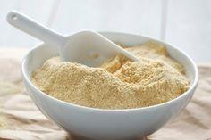 Adım adım kırmızı ruj sürme tekniği Chickpea Flour Recipes, Vegan Recipes, Veg Recipes Of India, Remedies For Glowing Skin, Pasta Casera, Dried Bananas, Types Of Flour, Ginger Molasses Cookies, Homemade Skin Care