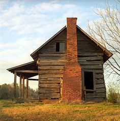 abandoned building home house Abandoned Farm Houses, Old Abandoned Buildings, Old Farm Houses, Abandoned Mansions, Old Buildings, Abandoned Places, Haunted Places, Old Cabins, Log Cabin Homes