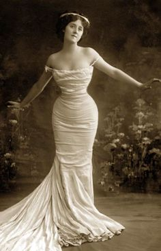 This is a great example 0f an hourglass figure. This dress compliments it because it is a tight mermaid dress. THe flairing section at the bottom is a nice touch.