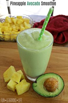 Pineapple Avocado Smoothie Recipe Wanting to add in more fruits to your child s day this a a great way to keep them cool and give them a nutritious treat Sponsored by Produce for Kids Fruit Smoothies, Smoothies For Kids, Raspberry Smoothie, Juice Smoothie, Smoothie Drinks, Healthy Smoothies, Healthy Drinks, Healthy Snacks, Smoothies With Avacado